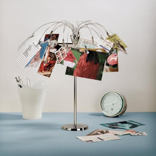desktop-photo-holder-in-cubicle